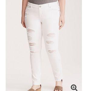 NWOT Torrid White Boyfriend Jeans Size 22R